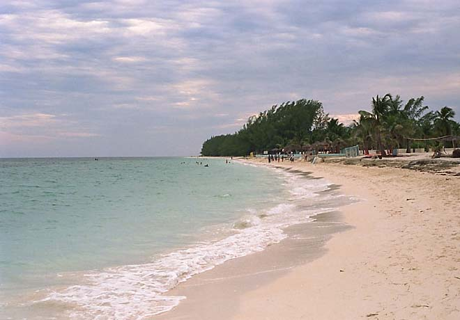 Bahamas pictures - The beach at Freeport